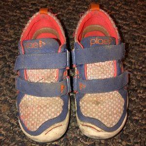 Place Velcro Sneakers